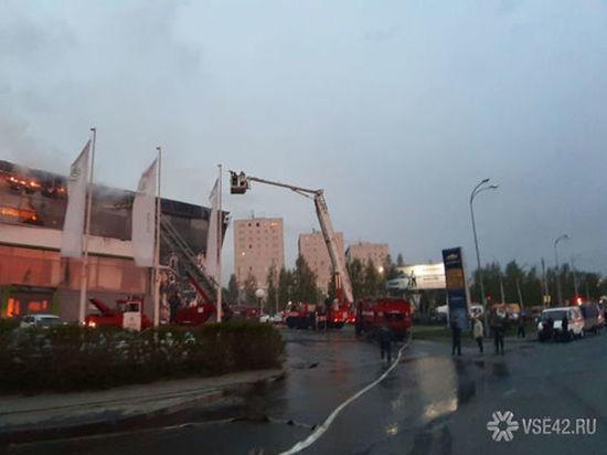Пожарные локализовали серьёзный пожар в автосалоне в центре Кемерова