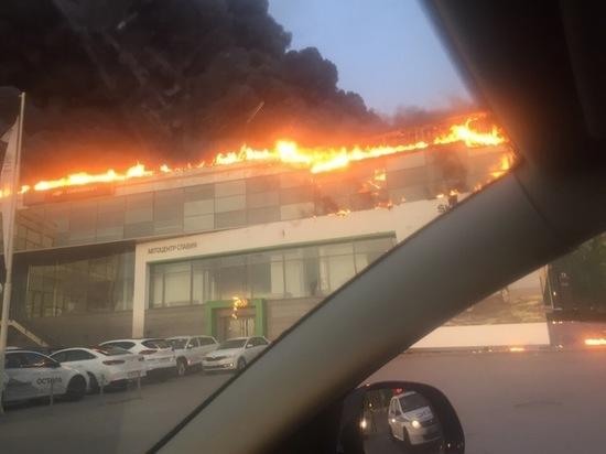 В МЧС рассказали, где находился источник пожара, вспыхнувшего в кемеровском автосалоне