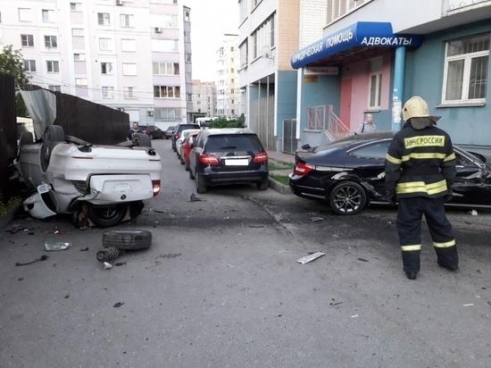 Несколько человек пострадало в перевернувшейся иномарке в Калуге