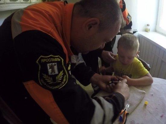 После игр с игрушечным пистолетом ребенку понадобилась помощь спасателей
