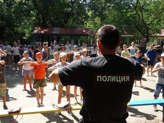 В Ярославле запустили акцию «Зарядка со стражем порядка»