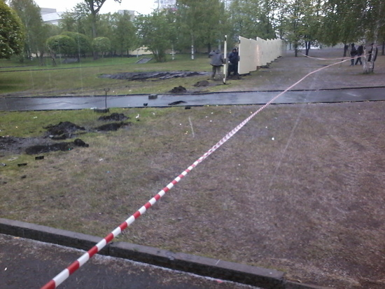 В Екатеринбурге начали демонтировать забор в сквере у театра Драмы