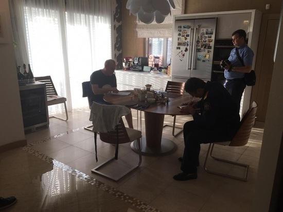 Следователи описывают имущество квартире замгубернатора Ростовской области Сергея Сидаша