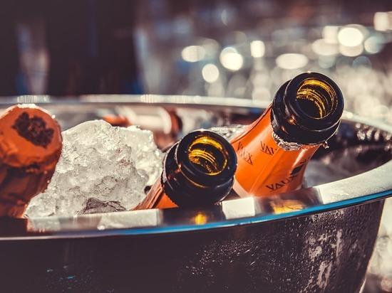1200 бутылок контрафактного алкоголя изъяли в магазине Кольчугино