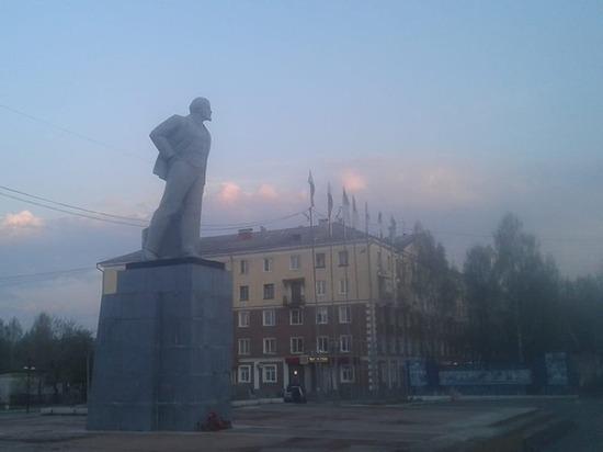 Куйвашев попросил изучить общественное мнение из-за сноса памятника Ленину