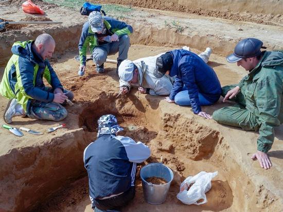 Астраханский фермер обнаружил на участке древние сокровища
