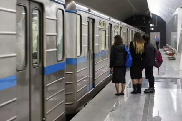 В метро Москвы три поезда уже полтора часа стоят в тоннеле