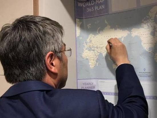 Глава Бурятии в Корее дорисовал на карте Байкал и границу между Крымом и Украиной