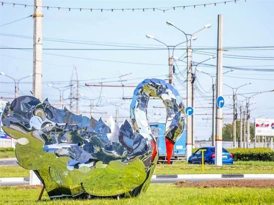 Зеркальные лебеди, национальные куклы и цветы украсят транспортные кольца Чебоксар