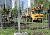Больше недели с 13 мая в Екатеринбурге продолжался активный конфликт сторонников стройки храма святой Екатерины в сквере на Октябрьской площади с противниками этого проекта