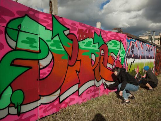 Красноярцев приглашают разрисовать стены на набережной