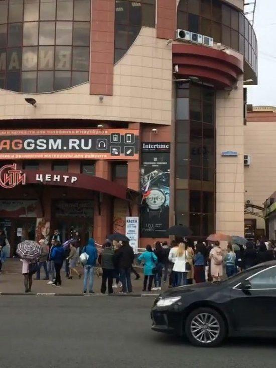 По Ульяновску прокатилась волна эвакуаций в торговых центрах, вокзале и аэропорте