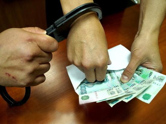Краснодарского таможенника заподозрили в получении взятки