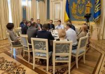 Зеленский поделил посты между друзьями и командой Коломойского