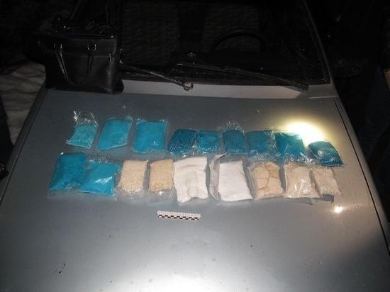 Башкирские полицейские задержали пару наркосбытчиков, собиравшихся продать 14 кг наркотиков