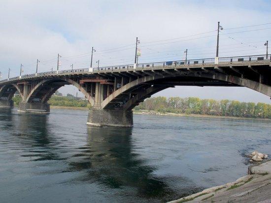 Пьяный иркутянин упал на железнодорожные пути с Глазковского моста