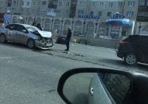 Автомобиль такси попал в ДТП в Ноябрьске
