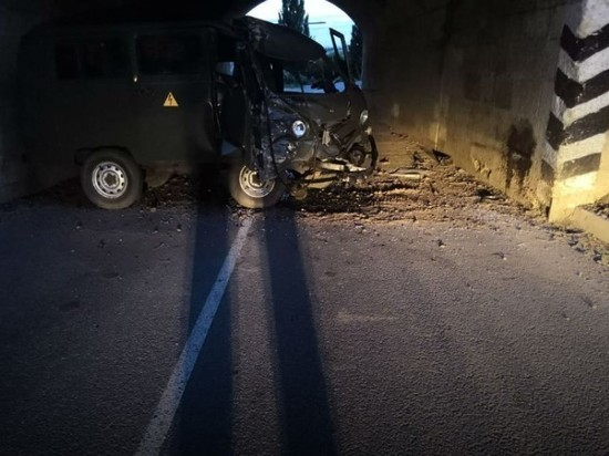 В Скопине УАЗ влетел в опору моста, водитель в больнице