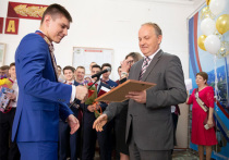 Мэр Владивостока случайно отправил выпускников «в последний путь»