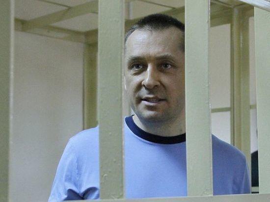 Адвокаты попросили оправдать полковника-миллиардера Захарченко: незаслуженно «привязали» к миллиардам