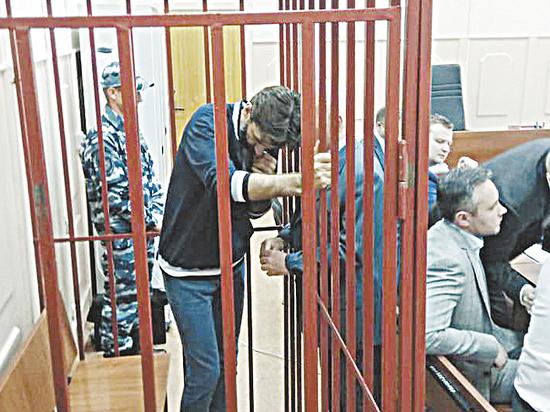 Наркотикам в квартире Абызова нашли объяснение: оставили рабочие