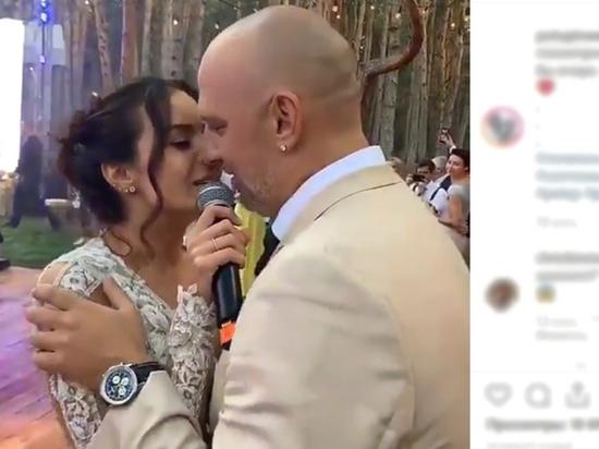 Настя Каменских вышла замуж за Потапа в платье за $5 тысяч