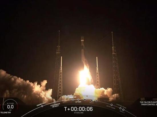 Ракета Илона Маска вывела на орбиту 60 спутников «глобального интернета»