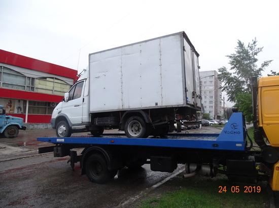 Очередной автомобиль ульяновских торговцев эвакуировали в Засвияжье