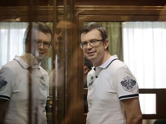 Суд освободил осужденного за взятку экс-замглавы московского СКР Никандрова