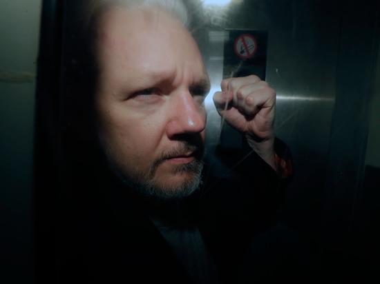 Ассанжу грозят 170 лет заключения: основателю WikiLeaks предъявили необычные обвинения