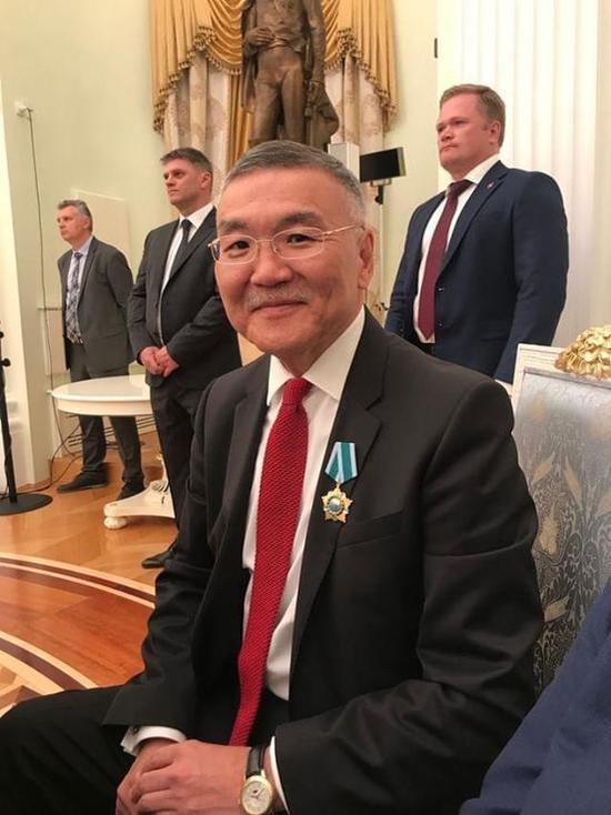 За что наградили экс-главу Калмыкии