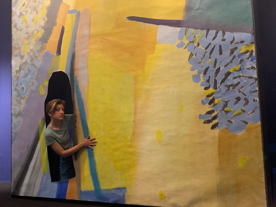 На выставке Аси Феоктистовой появился выход в Зазеркалье