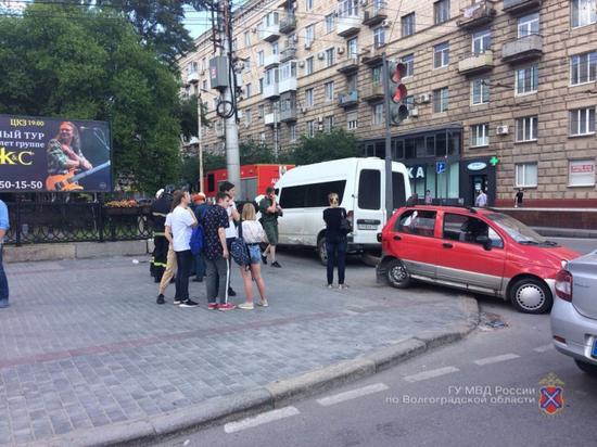Десять человек пострадало в ДТП с маршруткой в Волгограде