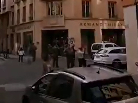 Полиция Лиона разыскивает велосипедиста, уронившего посылку перед взрывом