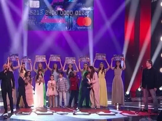 Всех финалистов