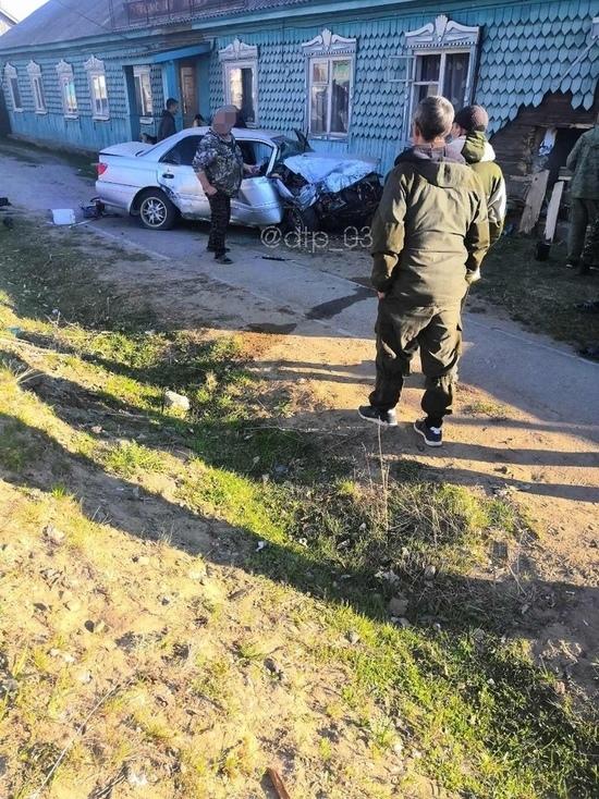 В Бурятии водитель иномарки врезался в здание и погиб