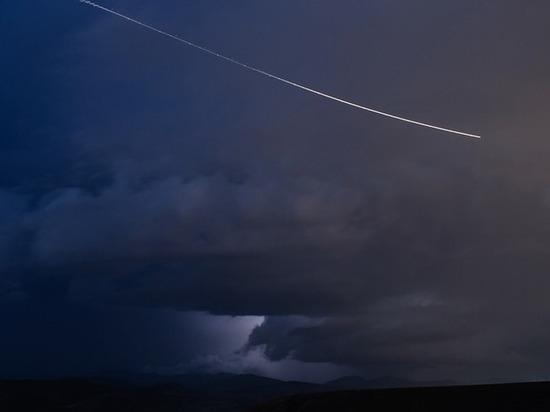 «Жуткая штука»: жители Бурятии обсуждают полоску света в небе