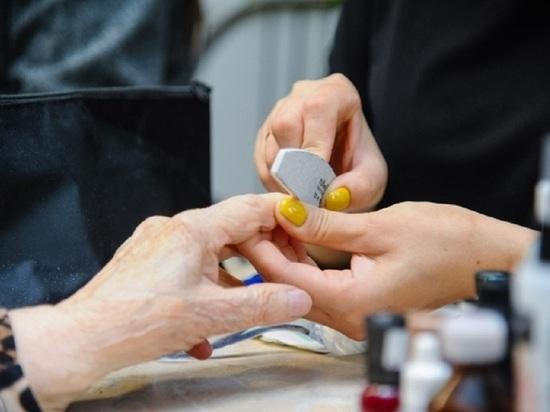 Благотворительный праздник красоты устроили волгоградским пенсионерам