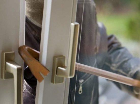 В Немане вор-домушник совершил кражу оконной ручки