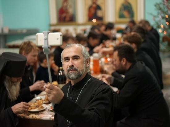 «Верующий выглядит нелепо и смешно»: алтайского священника оскорбил фильм Т-34