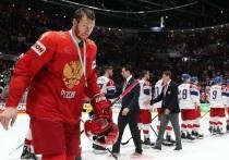 Чемпионат мира по хоккею завершился победой сборной Финляндии, которой команда России проиграла в полуфинале. Чиновники федерации хоккея уже объяснили неуспех российской команды - у нас недостаточно катков, а те, что есть - не такие, как надо. В общем, никто ни в чем не виноват.