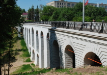 Реставраторам запретили приближаться к Каменному мосту в Калуге