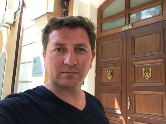 Уволенный Зеленским чиновник подал на него в суд