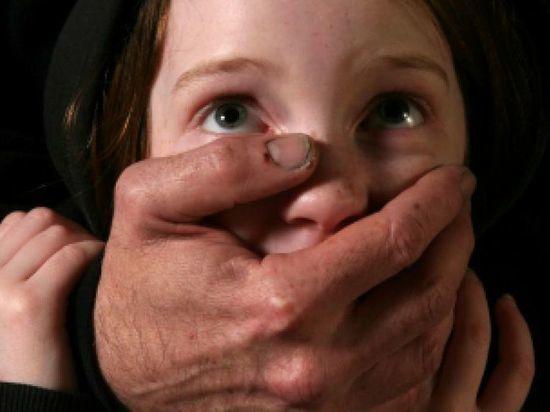 В Твери мужчина растлил малолетнюю дочь подруги