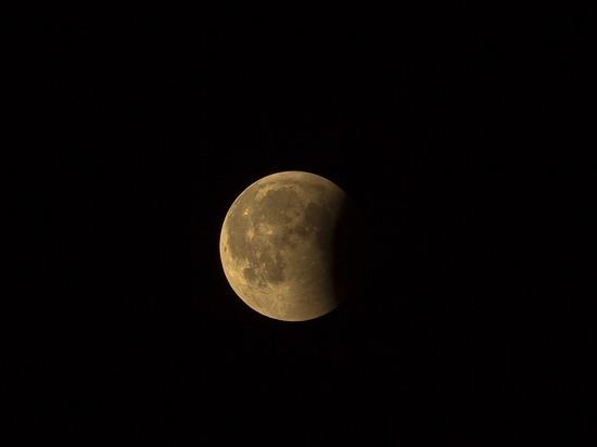 Ученые предположили, что вода на Луне появилась сама собой