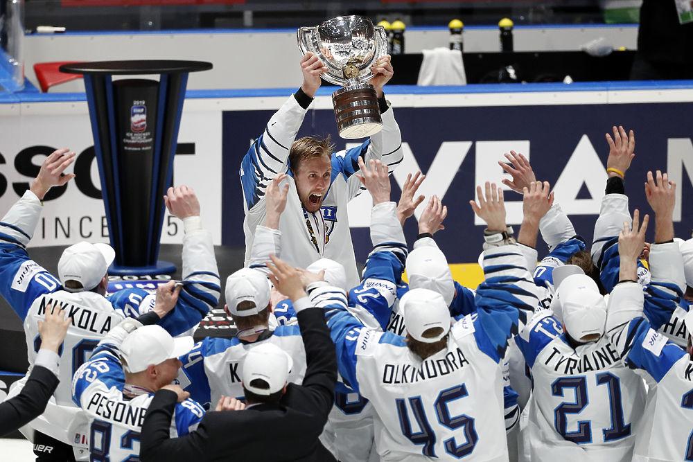 Северное сияние: как финны отмечали победу на чемпионате мира по хоккею