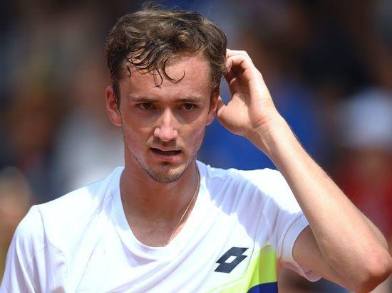 Медведев проиграл в первом же круге теннисного турнира на
