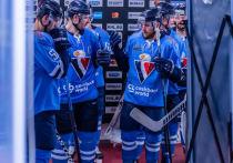 """Словацкий хоккейный клуб """"Слован"""" больше не будет играть в КХЛ: у клуба закончились деньги, а никого из российских спонсоров не удалось обязать ему помочь."""