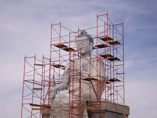 В Лаганском районе Калмыкии возводится 15-метровый Будда