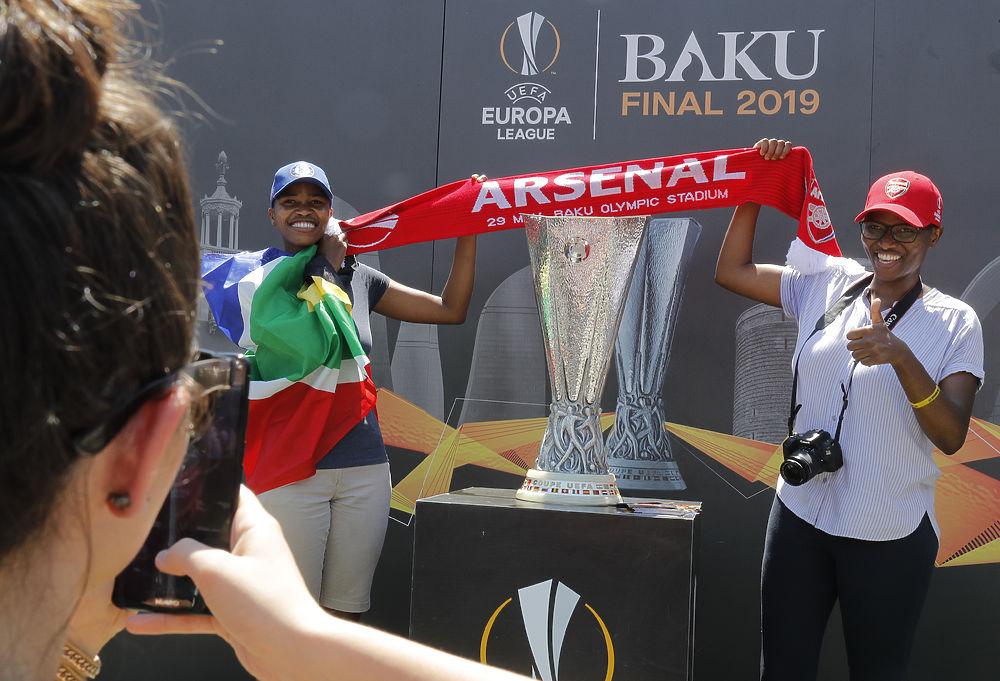"""Фанаты """"Челси"""" и """"Арсенала""""  на улицах Баку в день финала Лиги Европы"""